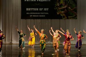 indian-dance-00_03_42_20-still006