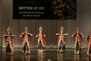 indian-dance-00_10_29_06-still016
