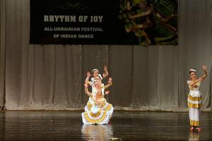 indian-dance-00_14_44_21-still024