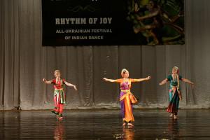 indian-dance-00_41_22_16-still065