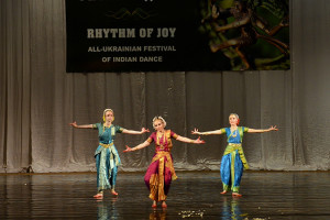 indian-dance-00_43_07_10-still069
