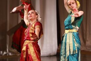indian-dance-00_43_16_24-still070