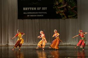 indian-dance-00_43_30_10-still071