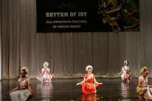 indian-dance-01_04_25_08-still098