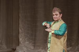 indian-dance-01_05_09_01-still100