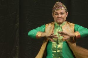 indian-dance-01_05_41_22-still101