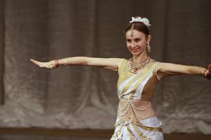 indian-dance-01_17_27_17-still114