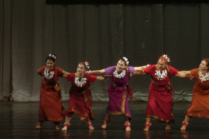 indian-dance-01_23_34_06-still125