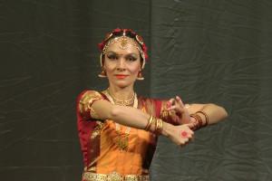 indian-dance-01_31_40_18-still139