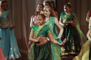 indian-dance-02_01_08_18-still187