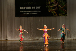 indian-dance-00_41_22_16-still065